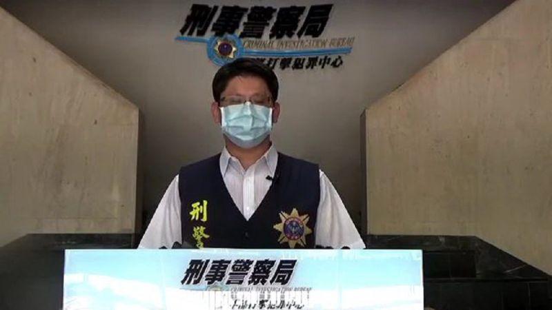 ▲刑事局中打偵二隊隊長江嘉勝說明「三方詐騙」手法。(圖/記者鄧力軍翻攝)