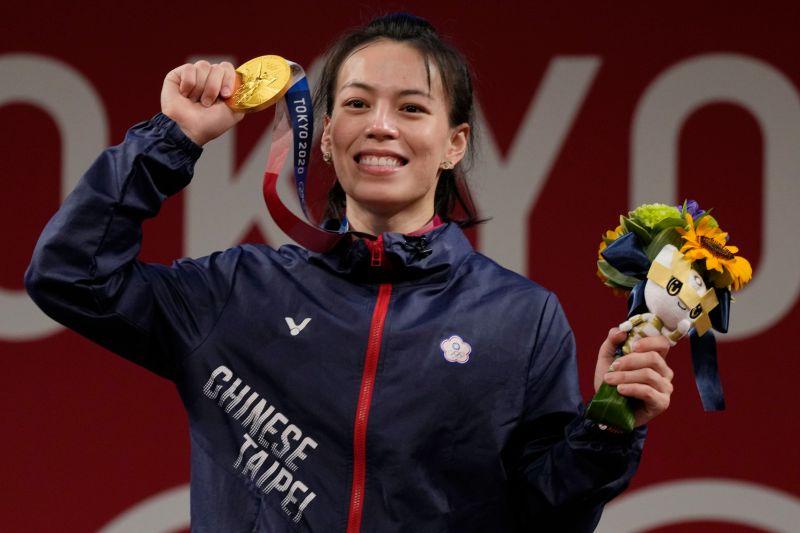 ▲2020東京奧運,我國「舉重女神」郭婞淳替我國摘下本屆首金,也是我國奧運史上第6金。(圖/美聯社)