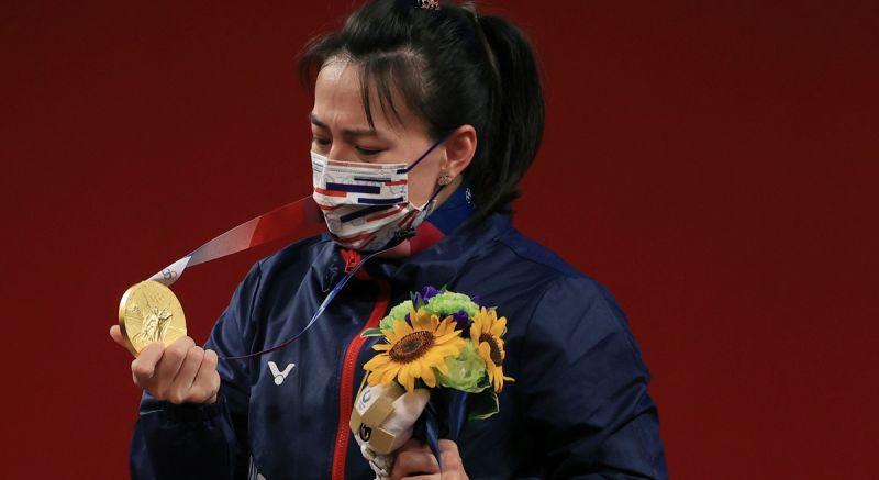 ▲「舉重女神」郭婞淳拿下本屆中華隊首金,領獎時拿到金牌那刻她也激動落淚。(圖/美聯社)