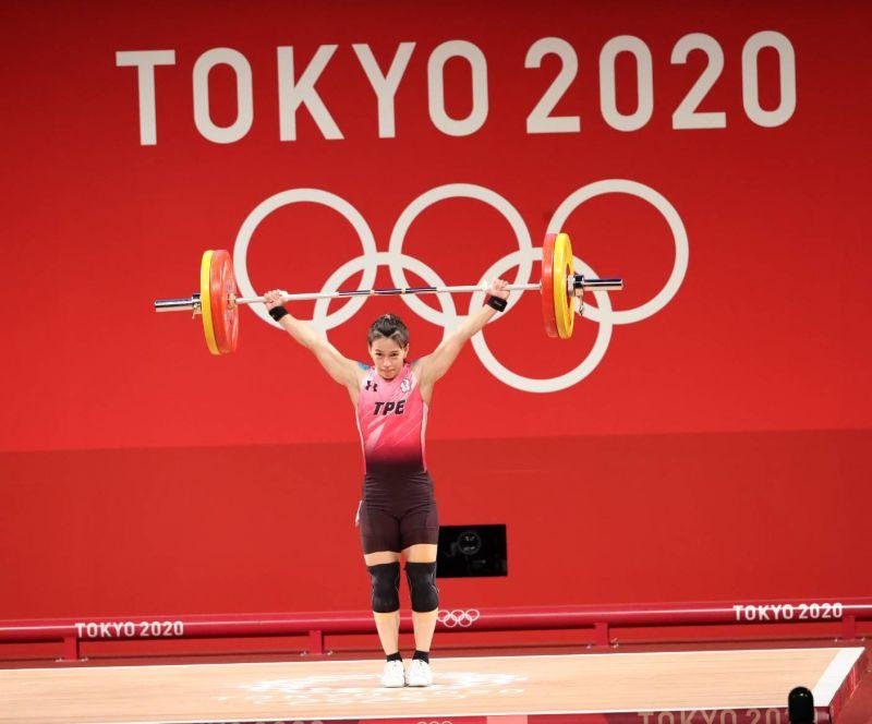 ▲被舉重選上的女神!郭婞淳勇奪東京奧運59公斤級金牌,她與槓鈴共舞出美麗新人生。(圖/體育署)