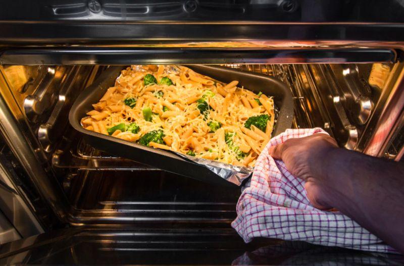 ▲一名女網友好奇除了平底鍋和微波爐,還有哪些廚房家電很實用?貼文一出,全場激推「這2種」。(示意圖/取自unsplash)