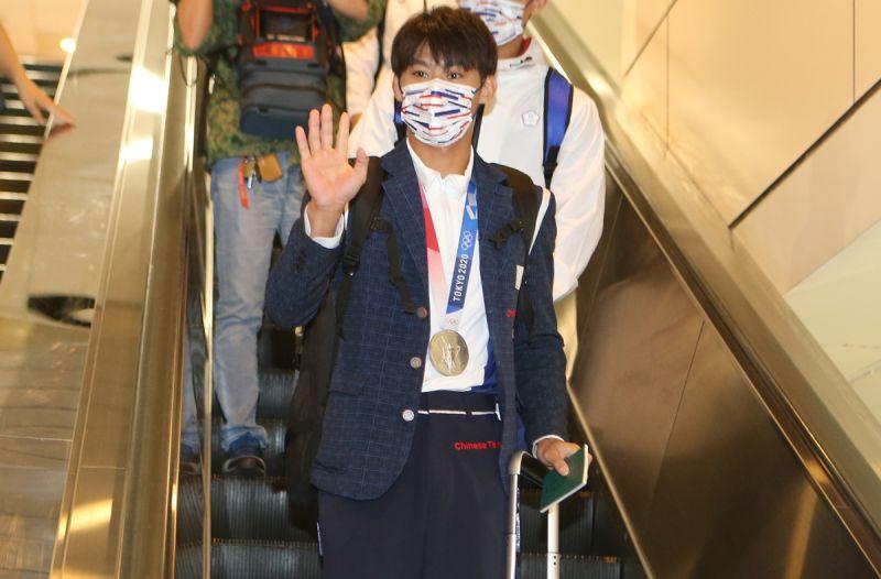 ▲在東京奧運勇奪銀牌的柔道「男神」楊勇緯、28日返抵國門。(體育署提供)