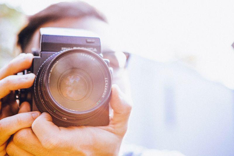 ▲東京奧運賽事上有攝影師趁著比賽空檔,竟特寫了路過的「小強」整整五秒。(示意圖/取自《Pixabay》)