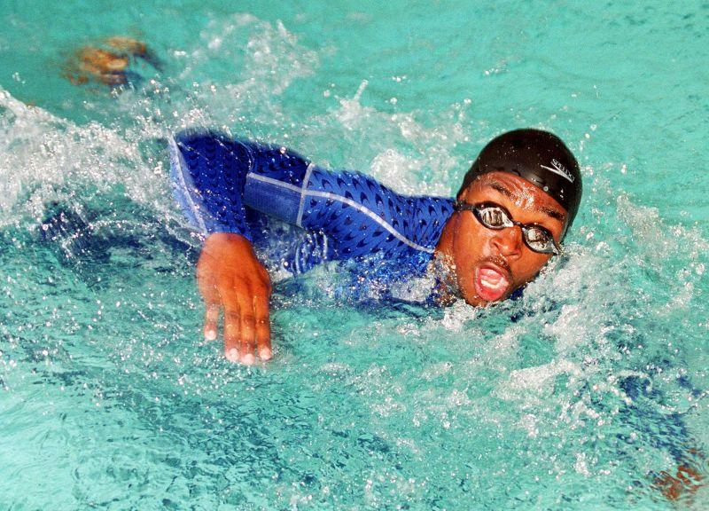 奧運史上游最慢!他「賽前才會游泳」 險溺斃卻獲滿堂彩