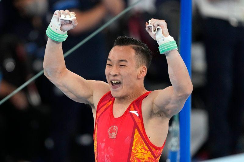 ▲中國大陸體操選手肖若騰日前出戰體操全能決賽,結果遭到日本選手橋本大輝逆轉,只拿下銀牌。(圖/美聯社/達志影像)