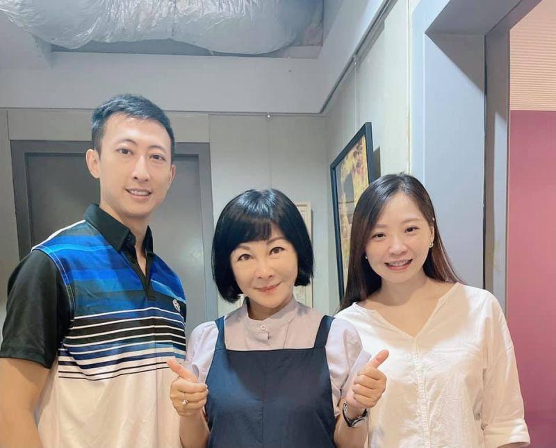 ▲朱木炎(左一)與太太接受吳淡如(中)專訪。(圖/吳淡如臉書)