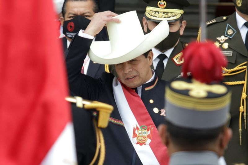 ▲秘魯新任總統卡斯蒂約(Pedro Castillo)宣誓就職,承諾終結貪腐並制定新憲法。(圖/美聯社/達志影像)