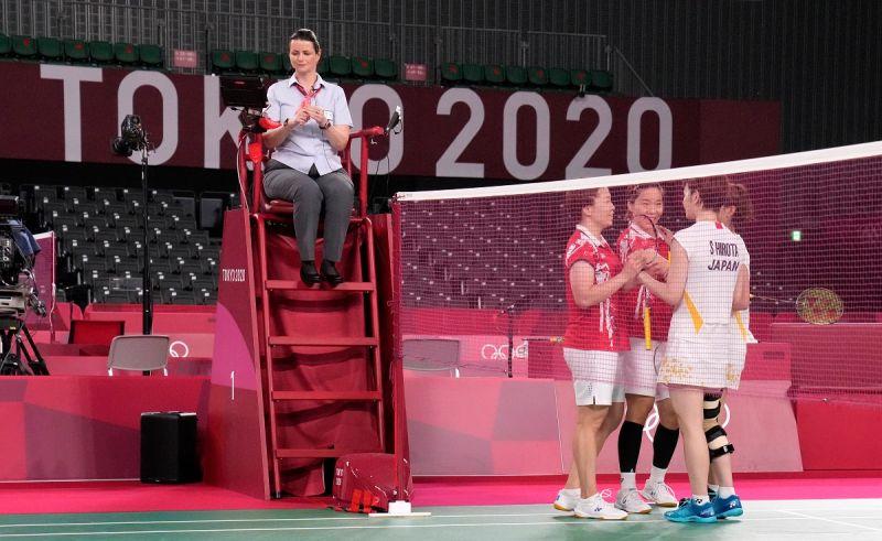 奧運/東奧最動人一幕 中國球員擁抱重傷的日本羽球選手
