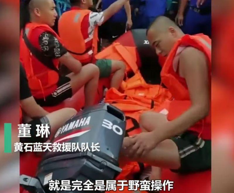 趁水災作秀!中國網紅偷救生艇還弄壞 謊稱救人實為拍片