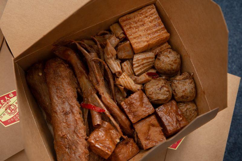 ▲東奧選手返台後,總統府送上特製早餐,其中滷味不含丁香引發討論。(圖/翻攝自蔡英文臉書)