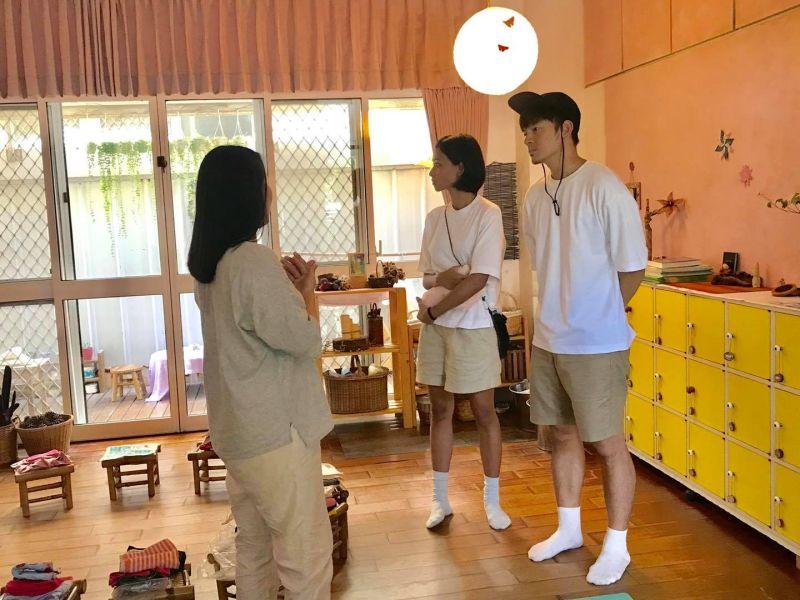 ▲蕾媽(中)、宥勝(右)到台中替女兒找學校。(圖/林慈惠臉書)
