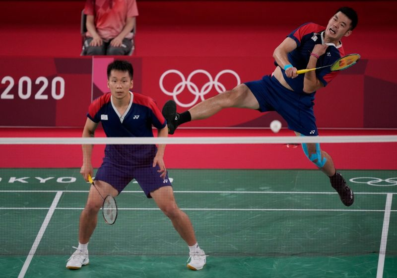 ▲台灣羽球黃金男雙「麟洋配」王齊麟、李洋挺進金牌戰,確定會帶回我國首面奧運羽球獎牌。(圖/美聯社)