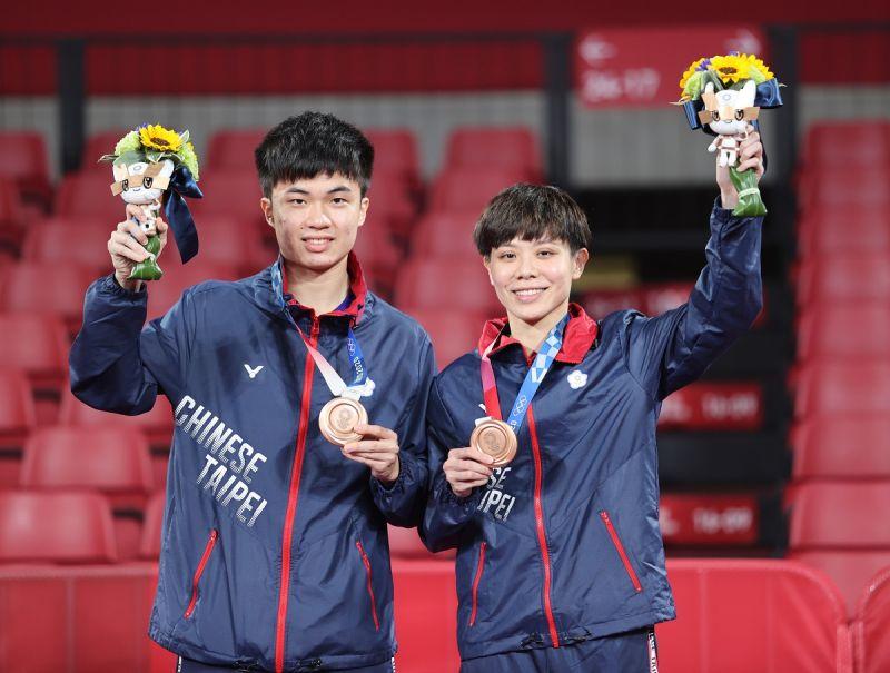 ▲2020東京奧運,我國混雙林昀儒/鄭怡靜摘下混雙銅牌。(圖/體育署提供)