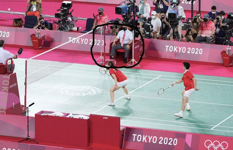 ▲東奧羽球賽事備受台灣球迷關注,但有網友不解羽球場邊這兩支器材為何作用。(圖/美聯社/達志影像)
