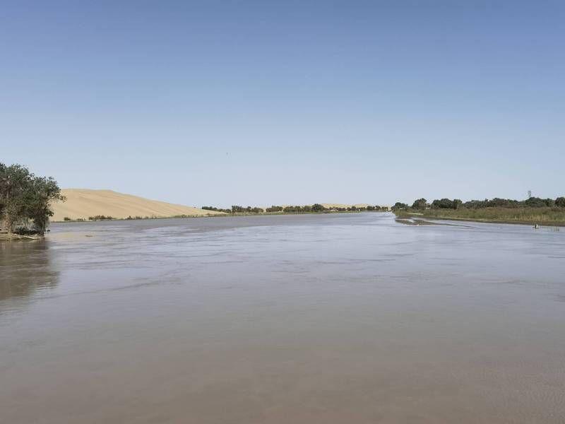 暴雨加融雪 新疆塔克拉瑪干沙漠一度成水鄉