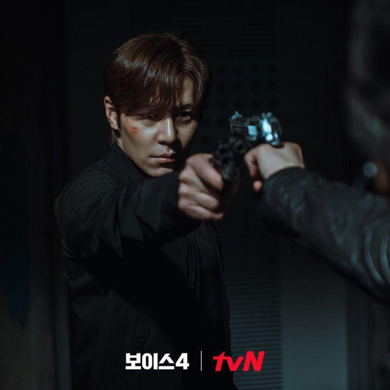 ▲李奎炯結局中跟宋承憲槍戰。(圖/tvN)
