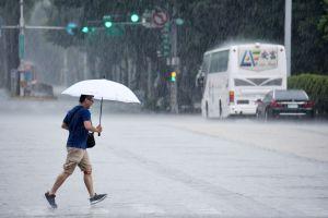 ▲下雨。(圖/記者林調遜攝影)