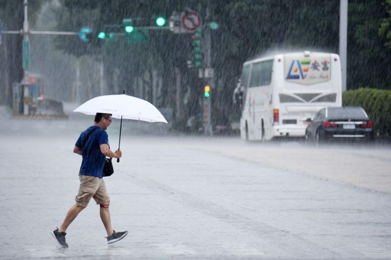 10縣市豪大雨特報!專家:「劇烈天氣」將持續到下週