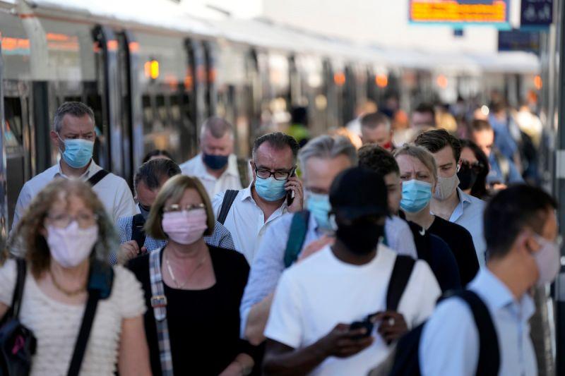 ▲英國專家警告,武肺流感化將為英國帶來長期問題,未來每年仍將導致數千人、甚至數萬人死亡。(圖/美聯社/達志影像)
