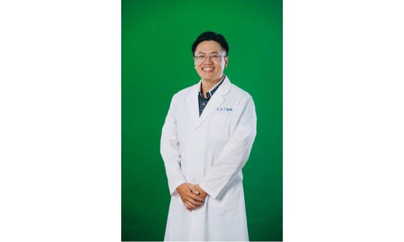 ▲王韋力醫師為小孩尋找解決近視的好方法。(圖/王韋力醫師提供)