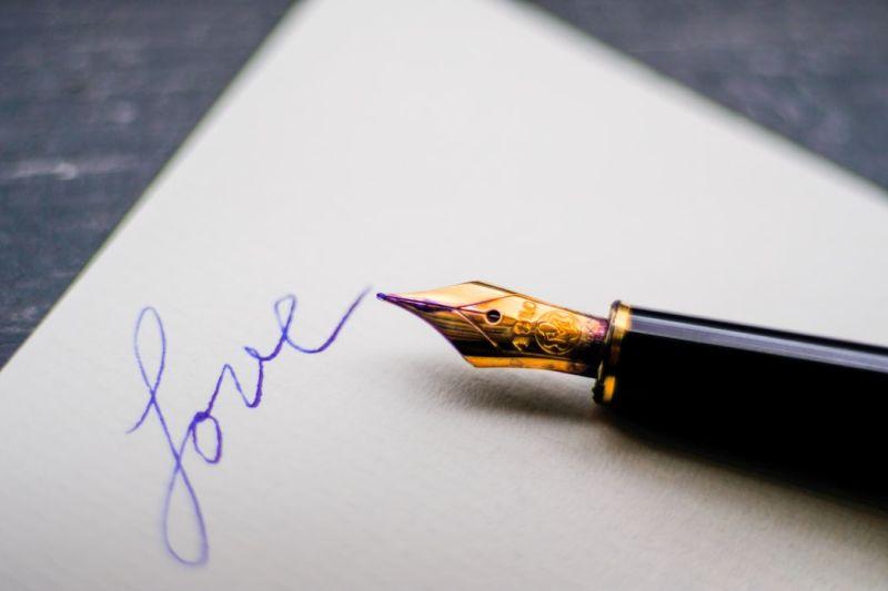 ▲網友回家發現信箱內被放了一封手寫信,讓她又驚又喜以為是情書,真相卻讓人無言。(示意圖/翻攝自Unsplash)