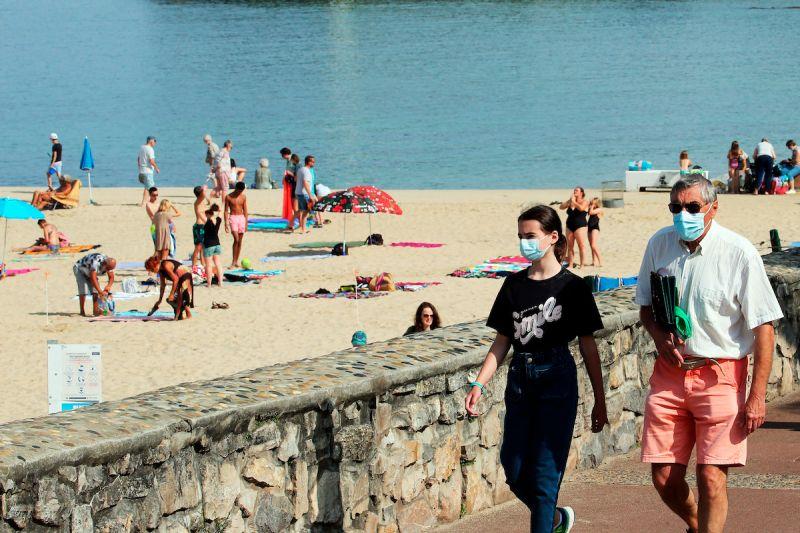 力抗第4波疫情 法國海濱度假地恢復戶外口罩令