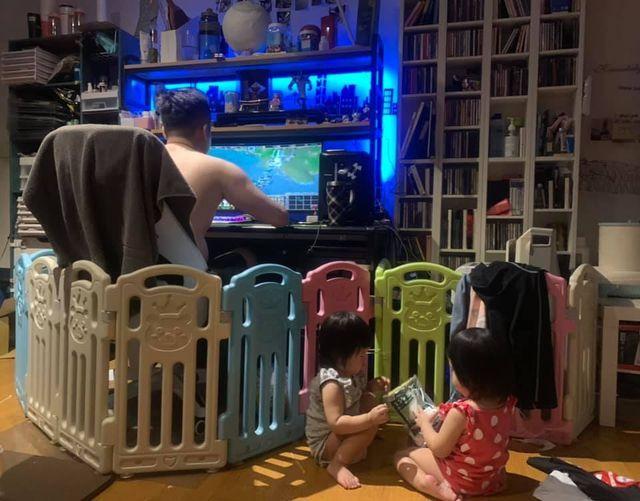 ▲一位父親為了打造自己的個人空間,決定將替孩子購買的寶寶圍欄拿來好好運用,意外的在網路上爆紅。(圖/截取自臉書社團爆廢公社公開版)