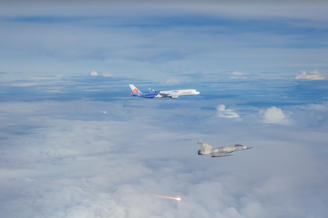 戰機一早低空飛過!台北網被嚇醒:超大聲 國防部解答了