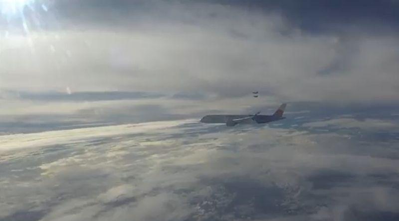 ▲幻象戰機伴飛,東京奧運羽球代表團返台。(圖/軍聞社提供)
