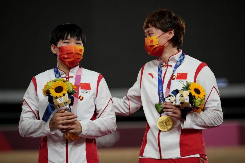 中國金牌選手別「毛澤東徽章」領獎 國際奧會要查
