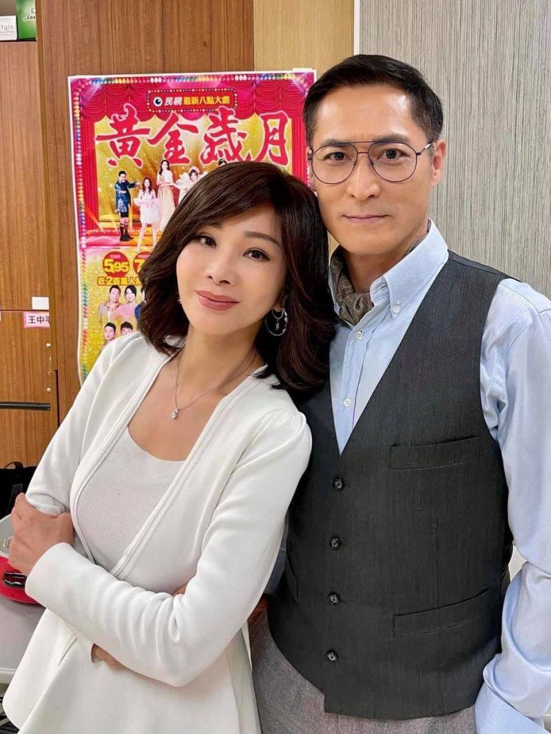 ▲陳美鳳(左)趕拍民視《黃金歲月》,右為黃建群。(圖/陳美鳳臉書)