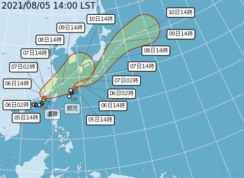 ▲「盧碧」前尚未解除海上颱風警報,預計最快下午5點30分將會解除海警,原位於琉球附近海面的熱帶性低氣壓發展為第10號颱風「銀河」。(圖/氣象局提供)