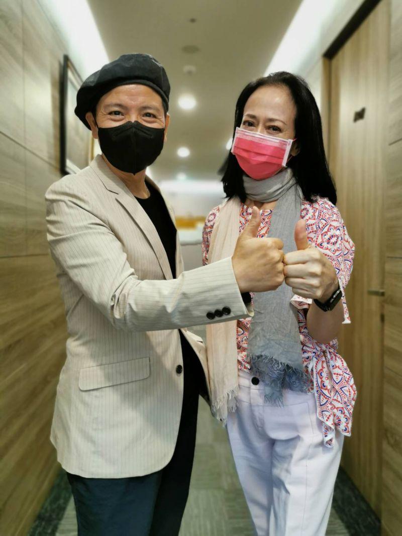 ▲陳凱倫(左)因為瑜伽瘦了3公斤。(圖/陳凱倫提供)