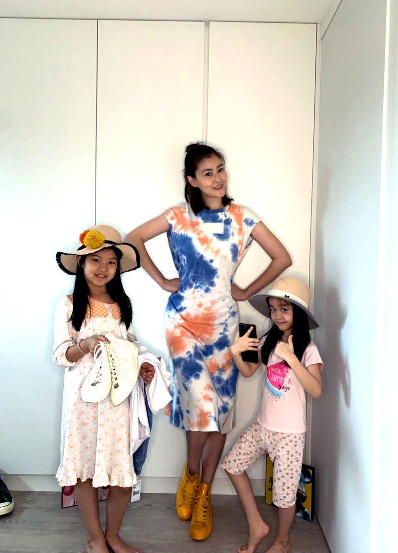 ▲宋依璇(中)除了是專業模特兒、藝人之外,在家中還是2個女兒的媽媽。(圖/伊林娛樂提供)