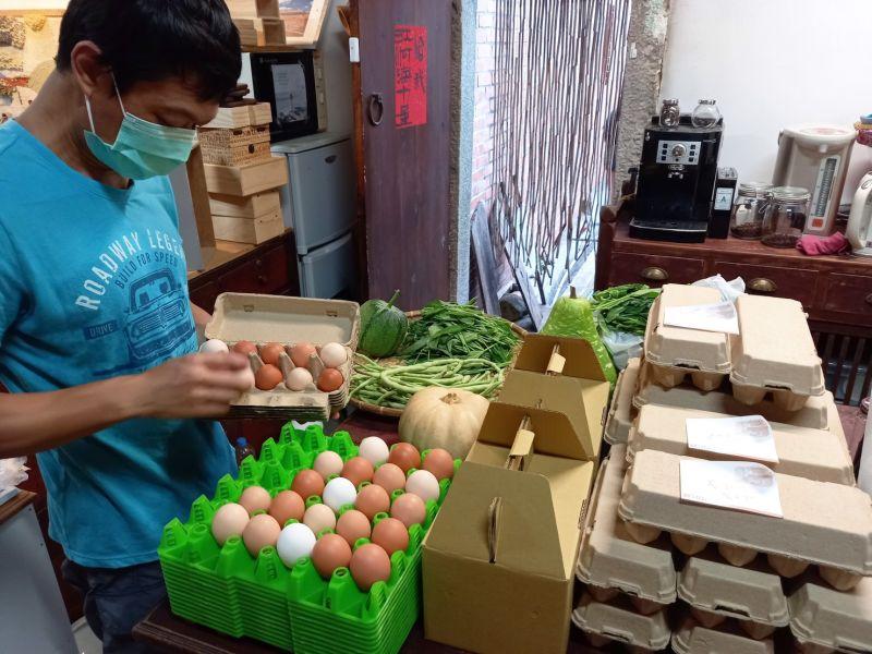 ▲新鮮的雞蛋農家直送,拉近消費者與產地間的距離。(圖/NOWnews資料照片)