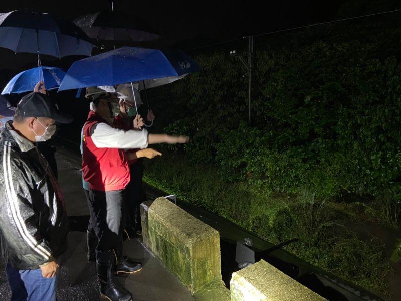 14縣市豪大雨來襲 屏東高雄列淹水一二級警戒
