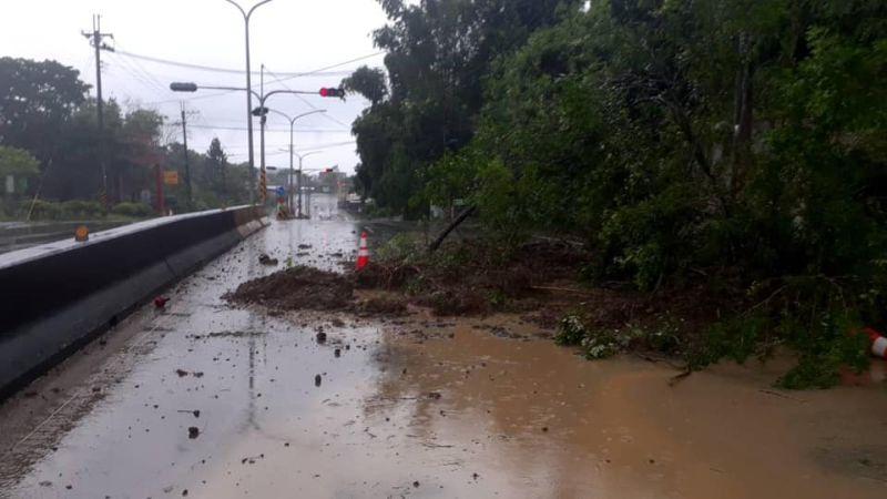 ▲熱帶性低氣壓及西南氣流影響,台南持續降雨,28條土石流警戒、撤離148人。(圖/取自黃偉哲臉書)