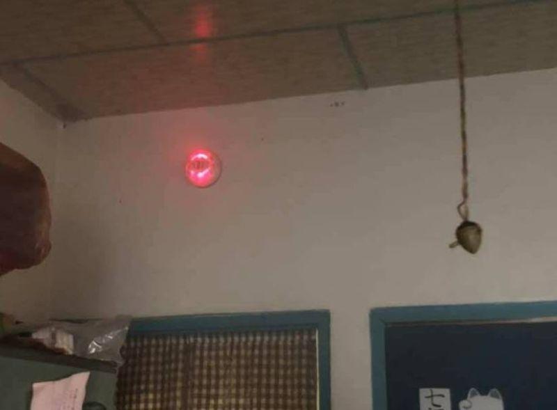 ▲「住宅用火災警報器」,可於火災初期發出高分貝警示聲響,使屋內民眾盡早發現火災,增加火場逃生時間,降低人命傷亡及損失。(圖/消防局提供2021.8.7)