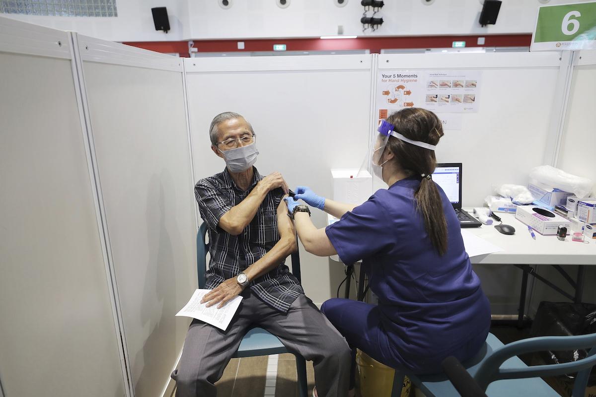 新加坡加強防疫 外籍勞工、學生入境前須完整接種