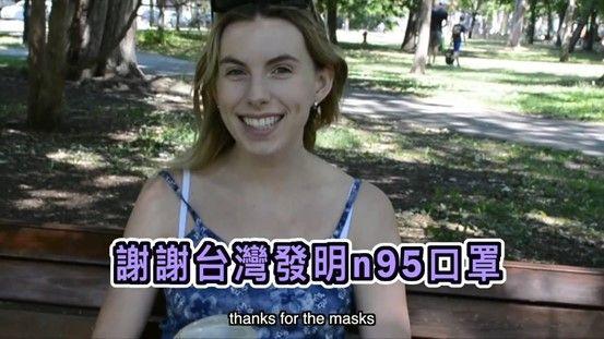 ▲ 國外街訪傳遞台灣之美,加拿大民眾感謝台灣發明N95口罩。(圖/Tan TV/三語家庭 授權)