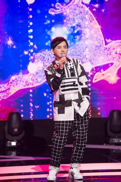 ▲黃子佼近來主持節目《#T-POP我們聽大的!!》。(圖/TVBS提供)