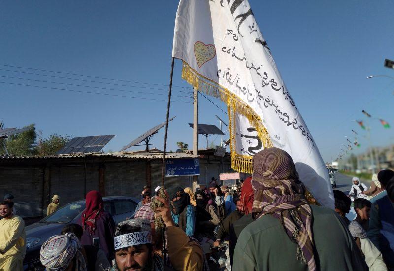 ▲阿富汗局勢動盪,烏茲別克檢方今天表示,近600名阿富汗軍人週末搭乘22架軍機和24架直升機逃到烏茲別克,其中1架飛機與1架護航的烏茲別克戰機相撞後雙雙墜機。(圖/美聯社/達志影像)