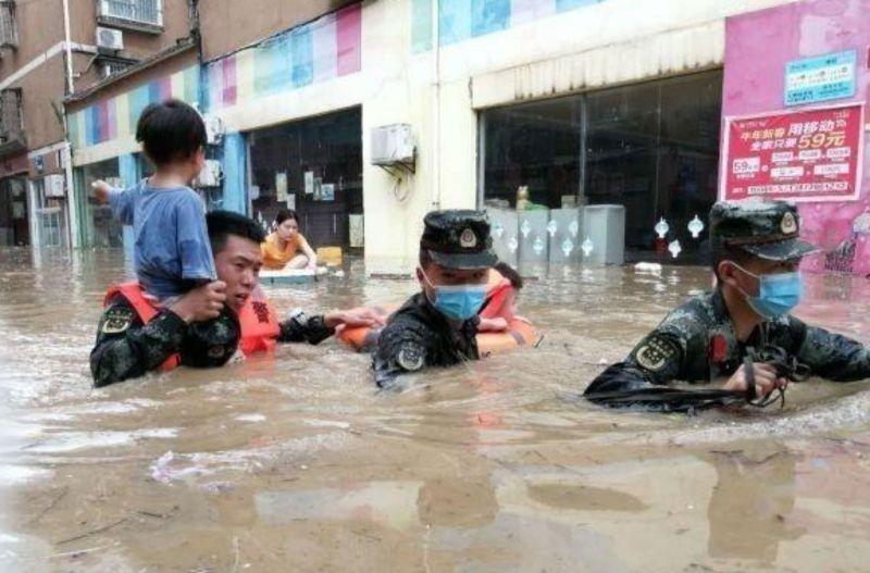 影/湖北遭暴雨狂襲!洪水灌爆小鎮 官方:已21死4失蹤