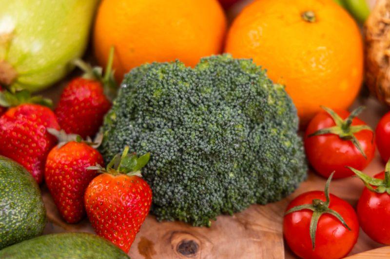 ▲你知道哪些蔬果「農藥殘留」最多嗎?對此,美女營養師高敏敏就公布了「12項蔬果」,而第一名不意外的是「草莓」,她也揭開正確清洗方式,提供給民眾參考。(示意圖/取自unsplash)