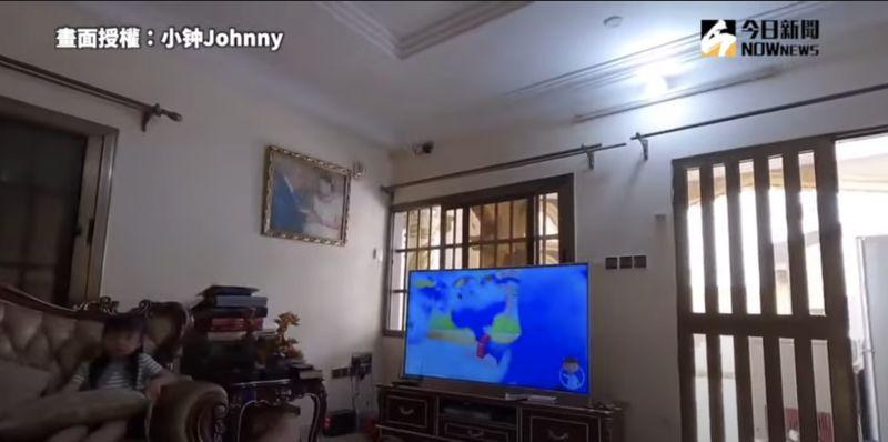 ▲第一件讓小鐘驚訝的事,就是朋友家裡的大電視。(圖/小钟Johnny