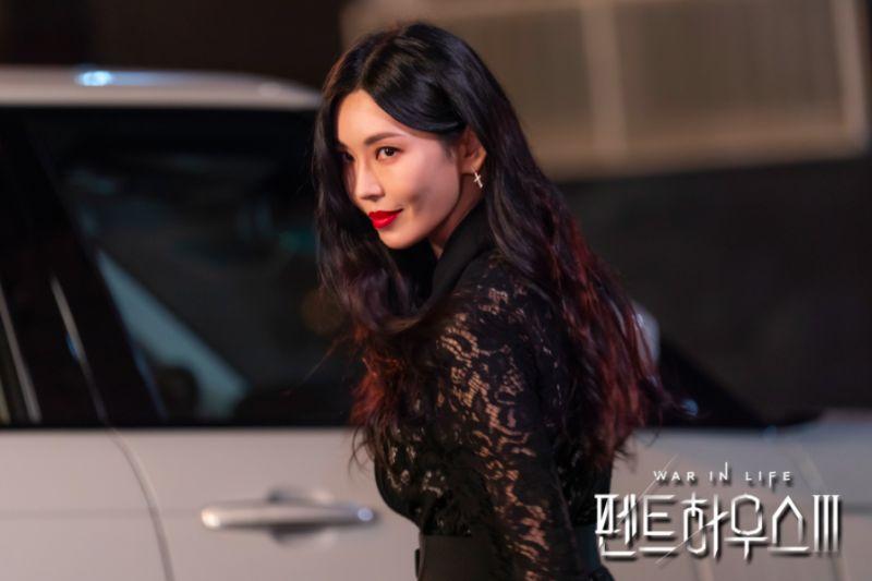▲金素妍因在《上流戰爭》系列電視劇中的狠毒模樣,讓人留下深刻印象。(圖/SBS)