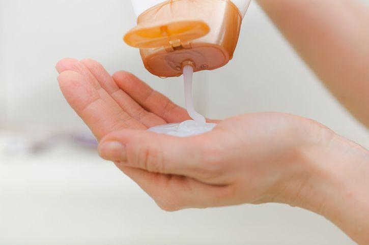 ▲過期乳液先別急著丟掉,可二次利用作為清潔用途。(圖/信義居家提供)