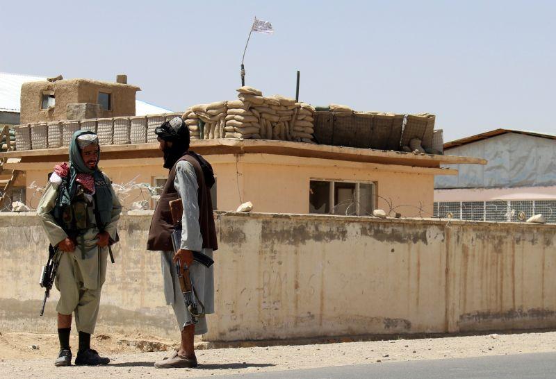▲北歐國家外交部長指出,阿富汗情勢危急,丹麥和挪威將暫時關閉駐喀布爾(Kabul)大使館;芬蘭則表示將撤離最多130名當地阿富汗人員。圖為塔利班戰士。(圖/美聯社/達志影像)
