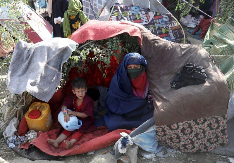 ▲塔利班攻城掠地,阿富汗人民顛沛流離。(圖/美聯社/達志影像)