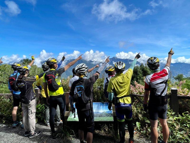 騎乘「鐵馬」圓夢 時速15公里享受梨山美景